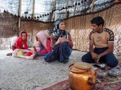 Crashkurs von Nomaden für das Überleben in der Wüste in Bavanat.