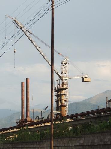 In Armenien gibt es viele alte Soviet-Fabriken. Das ist unheimlich faszinierend: Alles ist rostig und alt, und dennoch wirkt es so, als wäre der letzte Arbeiter eben erst nach Hause gegangen.