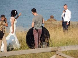 Hochzeiten sind eine große Sache in Albanien. Mit einer einfachen Zeremonie ist es nicht getan: Die Paare müssen endlose Fototermine über sich ergehen lassen.